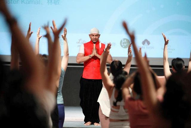 Yogi trên thế giới tưng bừng kỷ niệm Ngày Quốc tế Yoga 2019 - Ảnh 1.