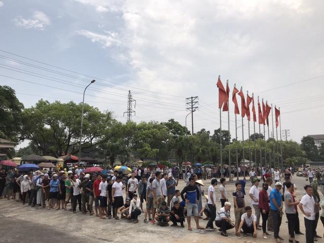 ẢNH: Hàng dài người xếp hàng chờ mua vé U23 Việt Nam – U23 Myanmar - Ảnh 12.