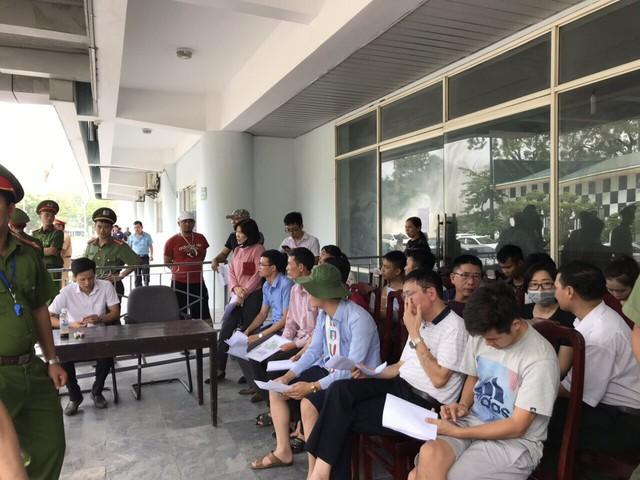 ẢNH: Hàng dài người xếp hàng chờ mua vé U23 Việt Nam – U23 Myanmar - Ảnh 8.