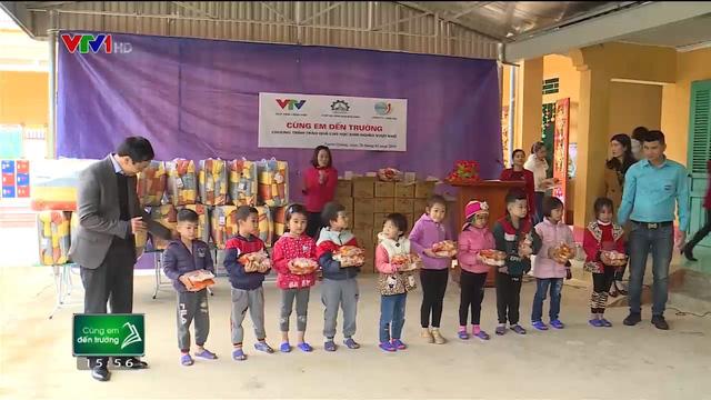 Quỹ Tấm lòng Việt trao tặng hàng nghìn suất quà cùng học bổng tới học trò nghèo trong 5 tháng đầu năm 2019 - Ảnh 7.
