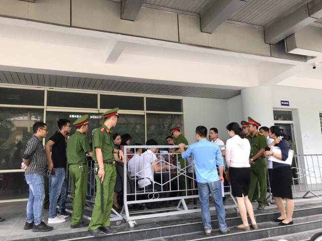 ẢNH: Hàng dài người xếp hàng chờ mua vé U23 Việt Nam – U23 Myanmar - Ảnh 5.