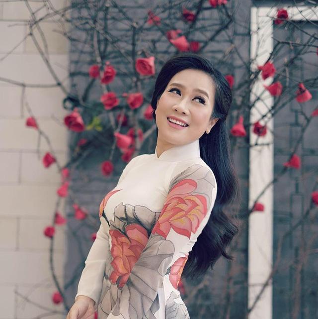 NSƯT Vân Khánh khoe giọng ca 3 miền cực ngọt trong Tình ca bất hủ - Ảnh 1.