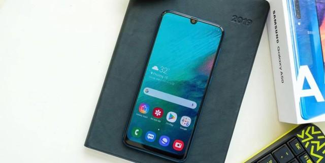 Loạt smartphone tầm trung nổi bật tại Việt Nam giữa 2019 - Ảnh 2.