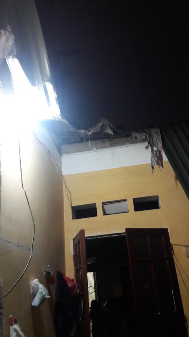 Sập tường nhà đang xây, một người bị thương nặng ở đầu - Ảnh 4.