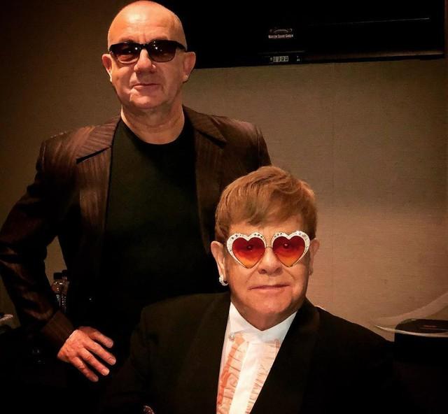 """""""Rocketman"""": Sự khác biệt giữa phim và đời thật của huyền thoại âm nhạc Elton John - Ảnh 2."""