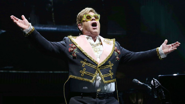"""""""Rocketman"""": Sự khác biệt giữa phim và đời thật của huyền thoại âm nhạc Elton John - Ảnh 5."""