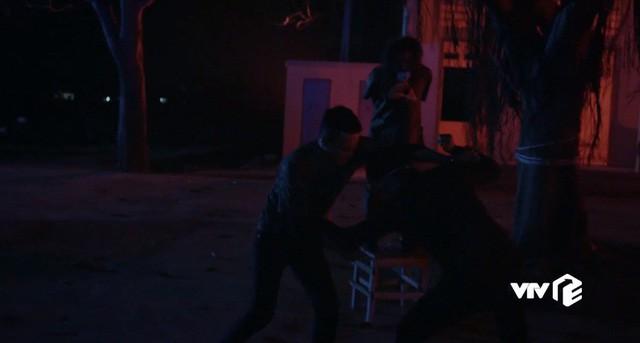 Mê cung - Tập 13: Đánh đồng đội bị thương để cứu Cường Lâm, Khánh vẫn bị tên cáo già này nghi ngờ - Ảnh 5.