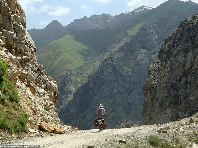 Cặp vợ chồng 60 tuổi đi du lịch 16 nước bằng xe đạp - Ảnh 4.