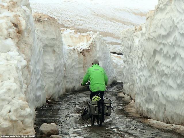 Cặp vợ chồng 60 tuổi đi du lịch 16 nước bằng xe đạp - Ảnh 3.
