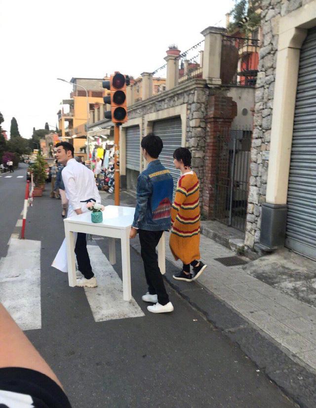 Hình ảnh đầu tiên của show Nhà hàng Trung hoa được tiết lộ - Ảnh 2.