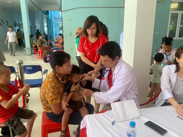 Sáng nay: Gần 1.000 trẻ được khám tim miễn phí tại Nghệ An - Ảnh 4.
