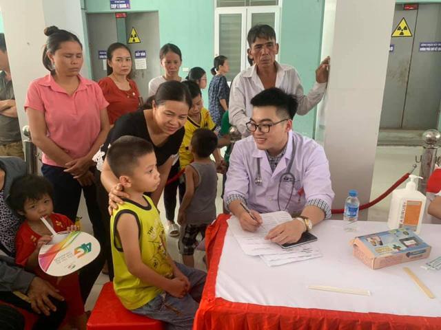 Sáng nay: Gần 1.000 trẻ được khám tim miễn phí tại Nghệ An - Ảnh 3.