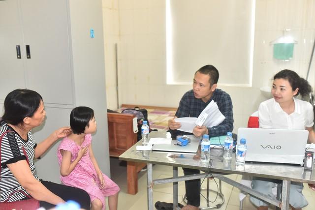 117 bệnh nhi tim bẩm sinh được chỉ định phẫu thuật gấp tại Nghệ An - Ảnh 1.