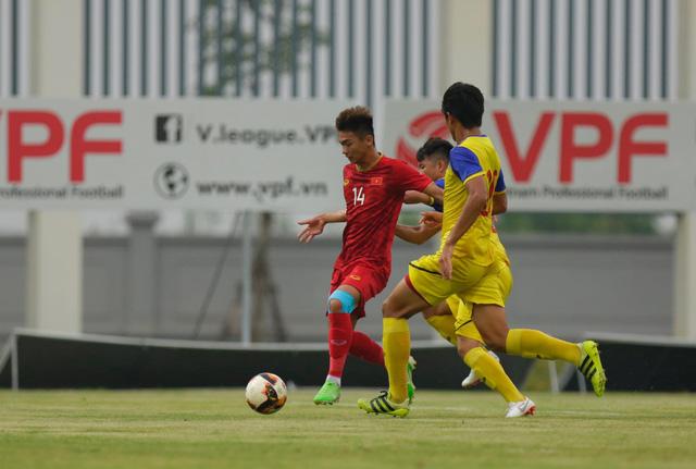 Martin Lò kiến tạo, Việt Cường ghi bàn giúp U22 Việt Nam thắng tối thiểu U18 Việt Nam - Ảnh 5.