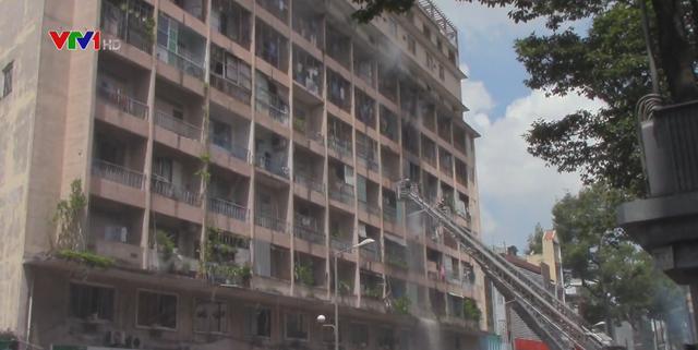 Cháy ký túc xá sát bệnh viện, nhiều bệnh nhân được sơ tán - Ảnh 1.