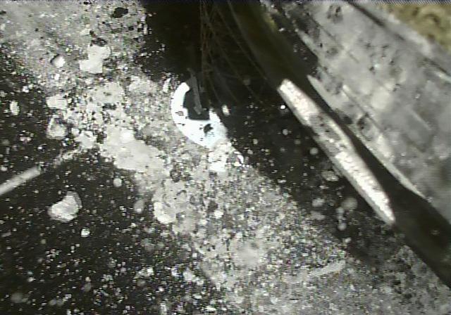 Tàu thám hiểm Nhật Bản hạ cánh xuống tiểu hành tinh Ryugu - Ảnh 3.