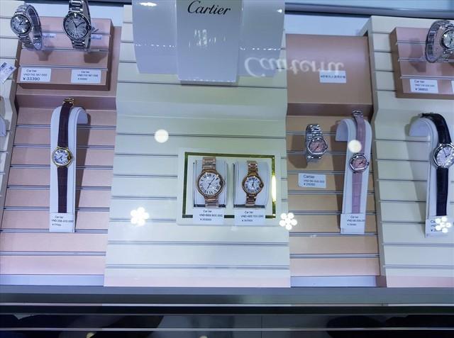 Thu giữ lượng lớn hàng hóa có dấu hiệu vi phạm quyền sở hữu trí tuệ tại 2 trung tâm mua sắm ở Móng Cái - Ảnh 1.