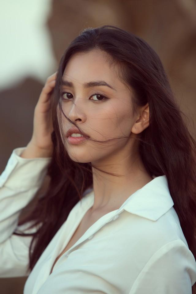 Hoa hậu Tiểu Vy bị bắt gặp dạo biển cùng trai Tây - Ảnh 7.