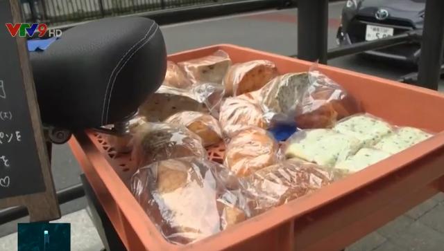 Nhật Bản: Bán bánh mì sắp hết hạn chống lãng phí thực phẩm - Ảnh 2.