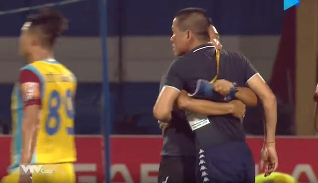 HLV Chu Đình Nghiêm bị cấm chỉ đạo 2 trận vì hành vi phản ứng trọng tài - Ảnh 1.