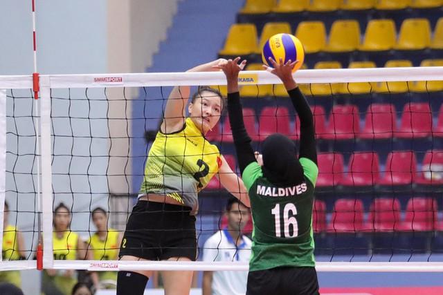 Áp đảo tuyệt đối Maldives, ĐT bóng chuyền nữ U23 Việt Nam đi tiếp với ngôi đầu bảng A - Ảnh 1.