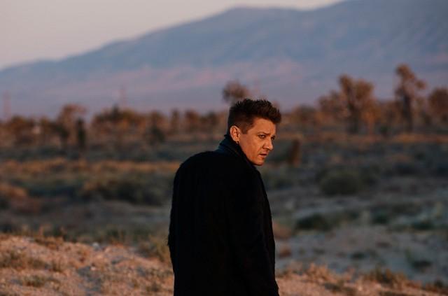 Jeremy Renner - chàng cung thủ của Avengers bất ngờ ra MV ca nhạc - Ảnh 1.