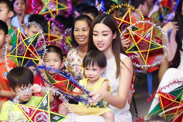 Hoa hậu Đỗ Mỹ Linh cùng mẹ đăng ký hiến tạng - Ảnh 2.