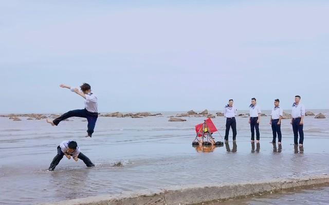 """Sao mai Nhật Huyền vào vai… mẹ Xuân Hảo trong MV """"Nơi ấy là Trường Sa"""" - Ảnh 2."""