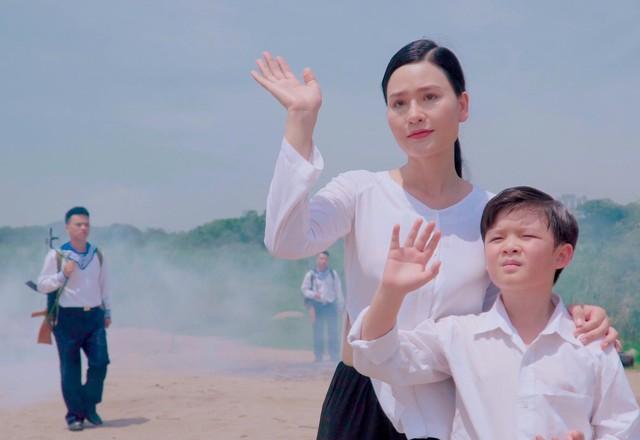 """Sao mai Nhật Huyền vào vai… mẹ Xuân Hảo trong MV """"Nơi ấy là Trường Sa"""" - Ảnh 5."""