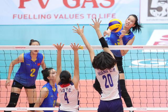 ĐT bóng chuyền nữ U23 Việt Nam ngược dòng đánh bại Đài Bắc Trung Hoa, rộng cửa vào bán kết - Ảnh 1.