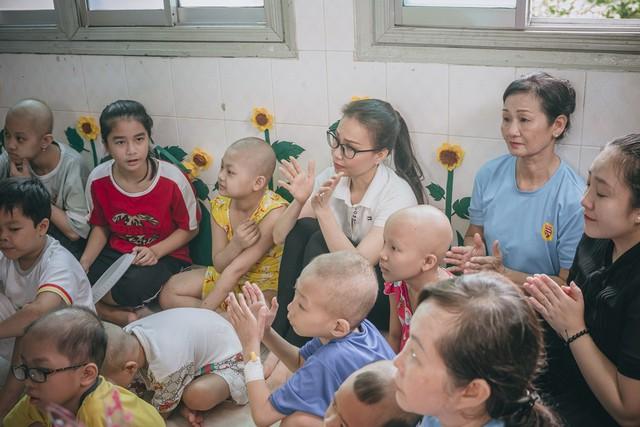 Thí sinh Miss World Việt Nam khoe giọng hát lan tỏa lòng nhân ái - Ảnh 10.