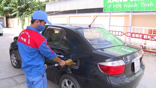 Giá xăng dầu tăng trở lại sau 3 lần giảm liên tiếp - Ảnh 1.