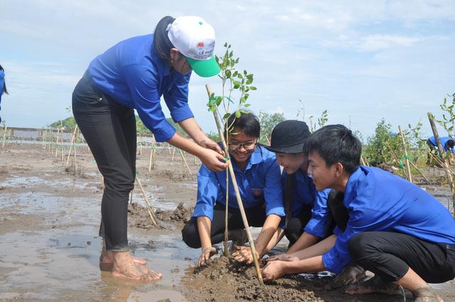 Phát động phong trào trồng rừng ngập mặn và bảo vệ bãi ven biển ở ĐBSCL - Ảnh 3.