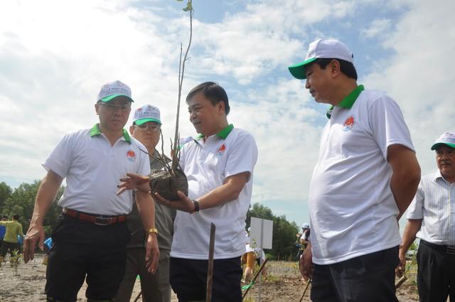 Phát động phong trào trồng rừng ngập mặn và bảo vệ bãi ven biển ở ĐBSCL - Ảnh 2.
