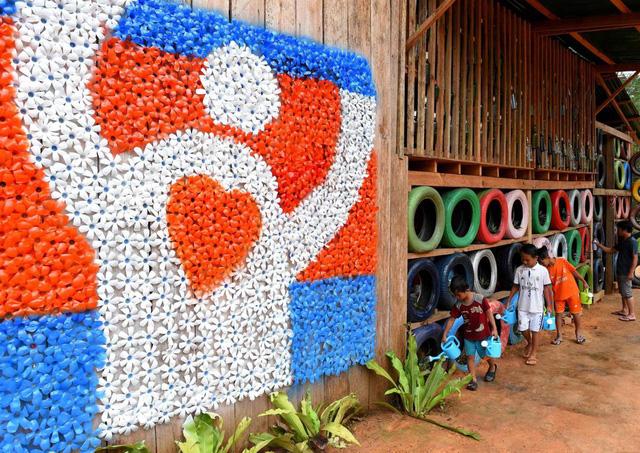 Quán cà phê đổi rác lấy đồ uống tại Campuchia - Ảnh 4.