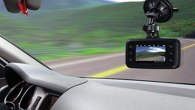 Nên sắm những loại phụ kiện nào tiện dụng và an toàn cho ô tô mới? - Ảnh 1.