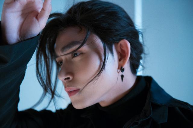 Jun Phạm tạo hình cực chất khi hóa kiếm sĩ Nhật trong teaser Hai bàn tay - Ảnh 2.