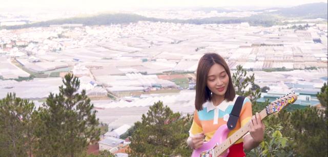 Sau Giọng hát Việt 2019, Juky San ra mắt MV Có một người ở đâu đó trong thành phố - ảnh 2