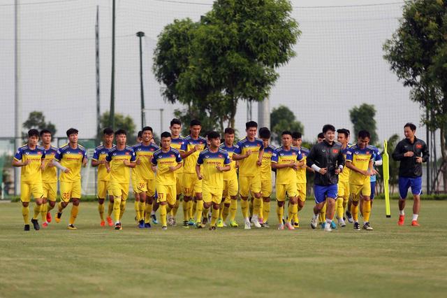 Triệu Việt Hưng: Sân cỏ nhân tạo gây nhiều khó khăn cho U22 Việt Nam tại SEA Games 30 - Ảnh 2.