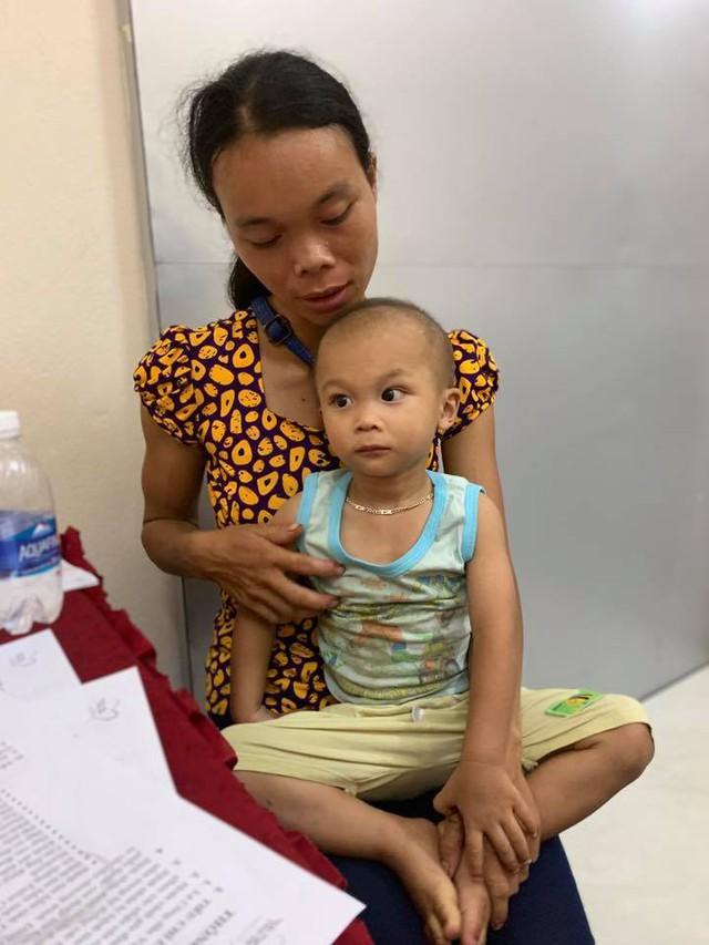 Hy vọng mong manh của bệnh nhi tim bẩm sinh 3 tuổi - Ảnh 1.