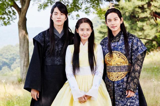 YoonA xinh đẹp, vướng mối tình tay ba trong phim mới Khi nhà vua yêu - Ảnh 1.
