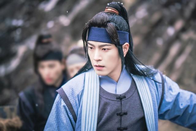YoonA xinh đẹp, vướng mối tình tay ba trong phim mới Khi nhà vua yêu - Ảnh 3.