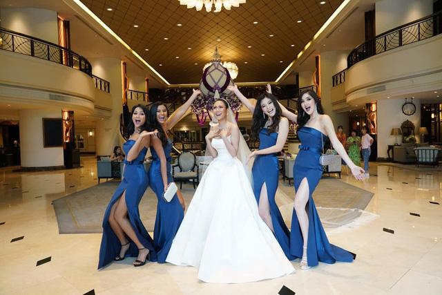 HHen Niê làm phù dâu, tặng quà cưới đặc biệt cho Hoa hậu Hoàn vũ Thái Lan - Ảnh 3.