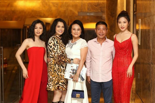 Hồng Diễm đẹp yêu kiều sánh vai cùng con gái Lương Thanh quyến rũ - Ảnh 13.