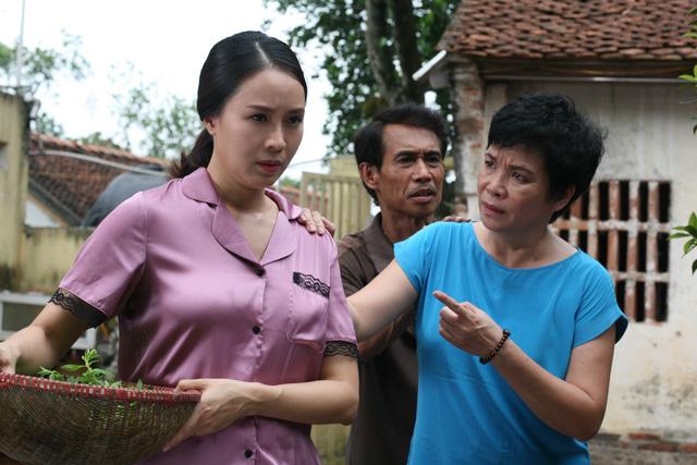 Phim mới Hoa hồng trên ngực trái: Hồng Diễm hóa người vợ bị phụ bạc, Lương Thanh thành kẻ thứ 3 trơ tráo - Ảnh 1.