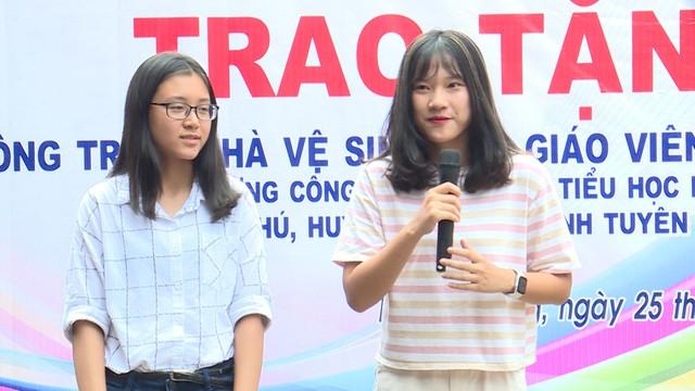 Quỹ Tấm lòng Việt và du học sinh Mỹ khoác chiếc áo mới cho điểm trường vùng cao - Ảnh 6.