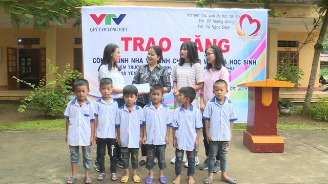 Quỹ Tấm lòng Việt và du học sinh Mỹ khoác chiếc áo mới cho điểm trường vùng cao - Ảnh 14.