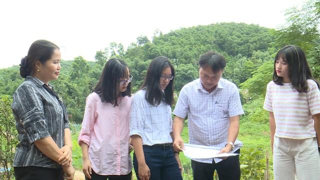 Quỹ Tấm lòng Việt và du học sinh Mỹ khoác chiếc áo mới cho điểm trường vùng cao - Ảnh 16.