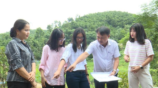 Quỹ Tấm lòng Việt và du học sinh Mỹ khoác chiếc áo mới cho điểm trường vùng cao - Ảnh 2.