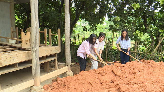 Quỹ Tấm lòng Việt và du học sinh Mỹ khoác chiếc áo mới cho điểm trường vùng cao - Ảnh 22.